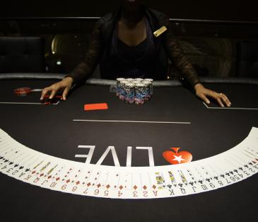 Игрок в покер даниэль