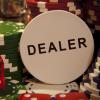 Дилер в покере – фишка или крупье?