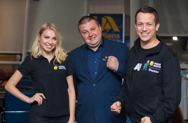 Амбассадоры PokerMatch Ольга Ермольчева и Алексей Дурнев и турнирный директор Дмитрий